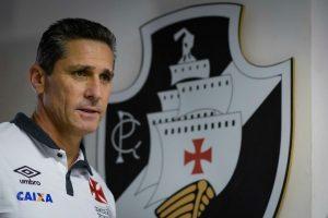 O técnico Jorginho foi fundamental no renascimento do Vasco