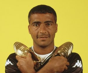 Chuteira de ouro em 2000/Vasco (71 gols – Recorde até hoje).
