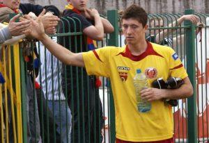 Lewandowski após jogo pelo modesto Pruszkow Znicz (Polônia).