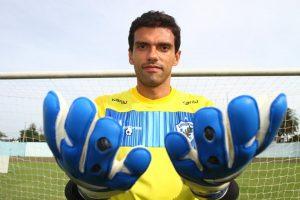 O goleiro Carlos Vitor do Londrina