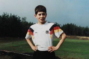Lewandowski com a camisa da seleção da Alemanha (Predestinado ao futebol alemão).