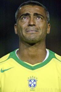 Romário chora durante o hino do Brasil em sua última partida com a amarelinha