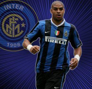 """Adriano com a camisa da Internazionale, onde recebeu o apelido """"Imperador"""""""