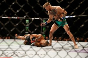 Aldo nocauteado após cruzado de McGregor com 13 segundos de luta.