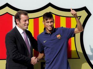 Neymar e Rosell, ex-presidente do Barcelona na chegada do jogador ao clube