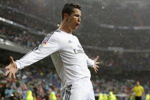 Cristiano Ronaldo comemorando um dos seus mais de 340 gols pelo Real Madrid.