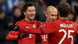 Lewandowski, Robben e Muller comemorando gol marcado pelo Bayern.