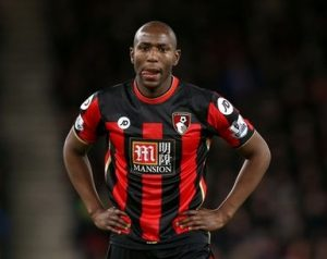 Afobe com a camisa do Bournemouth