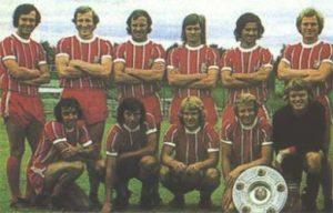Lendário time do Bayern de Munique 1971. Franz Beckenbauer, o primeiro da esquerda em pé.