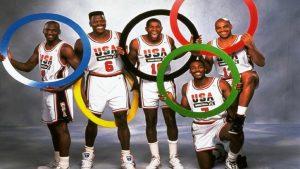 Jogadores do Dream Team em foto publicitária das Olimpíadas de 1992.