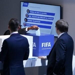 Representantes de federações da Fifa votando no 1º turno