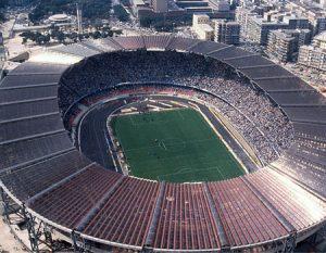 Estádio San Paolo, capacidade para 60.240 torcedores.