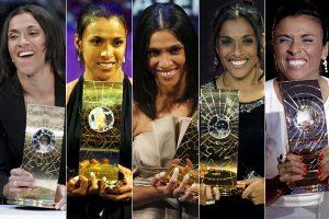 Marta com os cinco prêmios de Melhor Jogadora do Mundo.