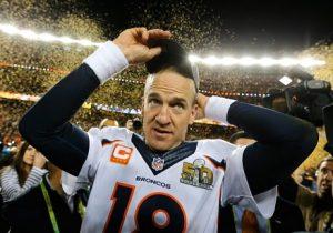 Peyton Manning comemorando o título do Super Bowl 50.