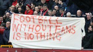 """Tradução: """"futebol sem fãs não é nada""""."""