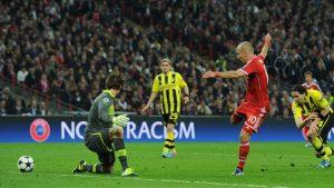 Robben faz o gol do título aos 44' do segundo tempo.