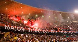 Torcida do Flamengo lotando o Maracanã.