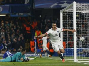 Comemorando o gol diante do Chelsea