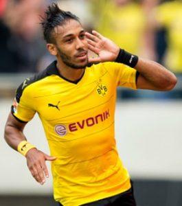 Aubameyang comemorando gol pelo Borussia.