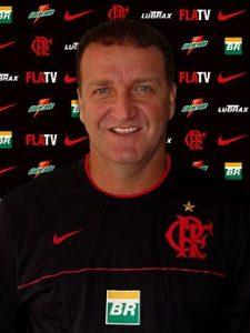 Cuca treinador do Flamengo (Campeão carioca em 2009).