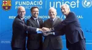 (Da esquerda para direita) 1º Jordi Cardoner (vice presidente do Barcelona) e 3º Anthony Lake (diretor-executivo da Unicef)