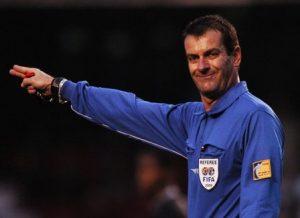 """Edílson Pereira de Carvalho, o árbitro do escândalo """"Máfia do Apito"""" de 2005."""