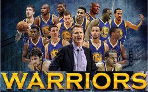 Time do Warriors com seu técnico Steve Kerr.