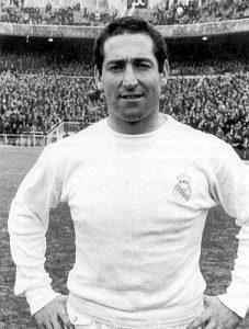 Francisco Gento com a camisa do Real Madrid.