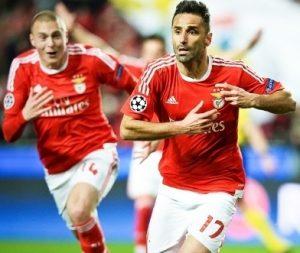 Jonas comemorando gol sobre o Zenit na Liga dos Campeões.
