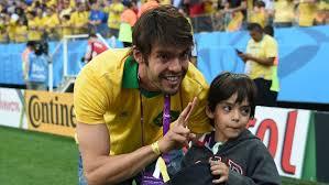 Kaká e seu filho como torcedores na Copa do Mundo de 2014.