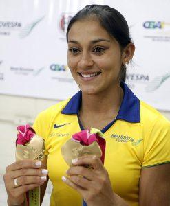 Ana Claudia Lemos com medalhas que conquistou em Guadalaraja.