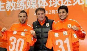 Montillo, Cuca e Aloisio na chegada ao Shandong Lugneng.