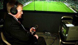 Árbitro vídeo em um jogo de Rugby em 2000 na Inglaterra.