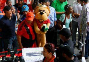 Velório do jogador Leonardo na Ilha do Retiro, sede do Sport.