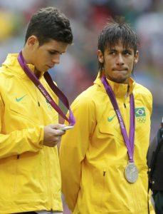 Oscar e Neymar, o gosto amargo da medalha de prata.