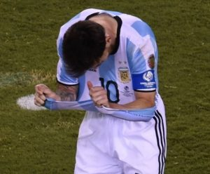 Messi depois de perder o pênalti na final contra o Chile da Copa América Centenário.