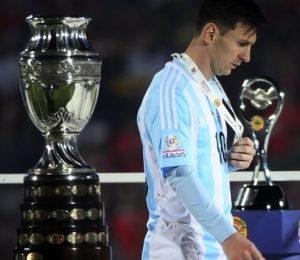 Messi depois de perder o título da Copa América de 2015 para o Chile.