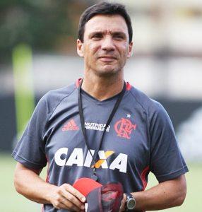 Técnico Zé Ricardo comandando o Flamengo.