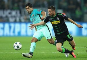 Borussia M'gladbach e Barcelona pela Liga dos Campeões 2016/17.