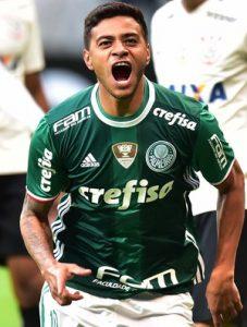 Cleiton Xavier comemorando o gol da vitória por 0x1 na casa do Corinthians pela 7ª rodada do brasileirão 2016.