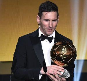 Lionel Messi é o atual vencedor do FIFA Ballon D'Or.