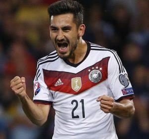 Gundogan comemorando gol pela seleção da Alemanha.