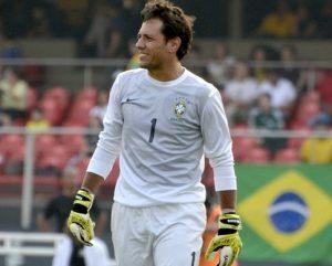 Diego Alves jogando pela seleção brasileira.