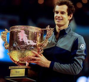 Andy Murray com a taça do ATP 500 de Pequim.