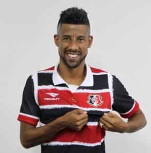 Léo Moura, atualmente no Santa Cruz FC.