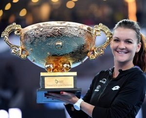 Angieszka Radwanska com a taça de campeã.