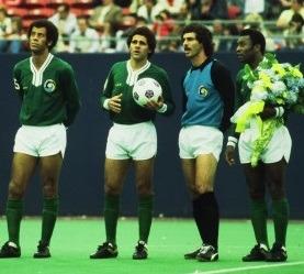 New York Cosmos em 1977 com Carlos Alberto Torres e Pelé.