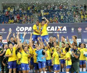 Seleção brasileira comemorando o título de 2015 do Torneio Internacional.