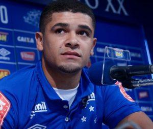 Denílson em sua apresentação no Cruzeiro.