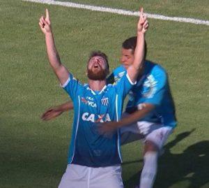 Diego Jardel comemora o gol contra o Londrina.